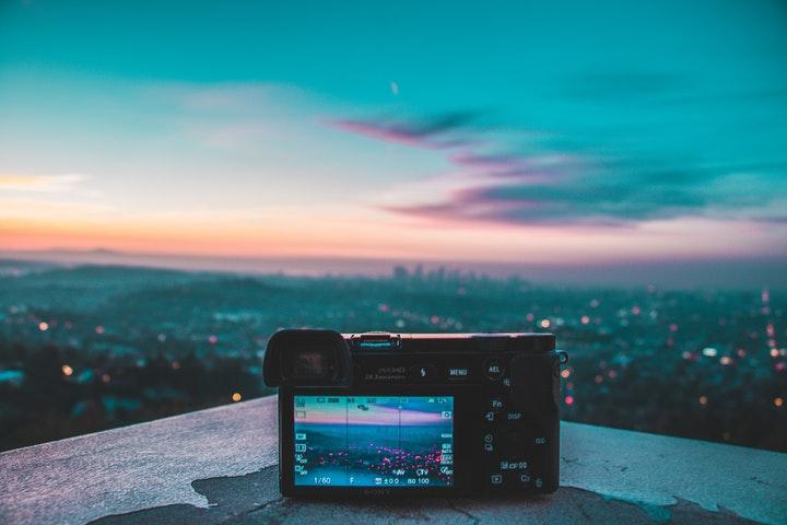 Digitalkamera fotar stadsvy